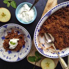 Vegansk og glutenfri æblecrumble, den perfekte afslutning på efterårsferien. Den er den perfekte kombination af blødt og sprødt. Og serverer du din crumble med kokosflødeskum er lykke gjort. Eftårsferie =…