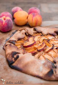 bezglutenowa wegańska tarta rustykalna z brzoskwiniami
