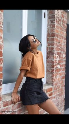 Spring Summer Fashion - Yellow T-Shirt - Black Denim Skirt - Street Style - Street Style Outfits Street Style Outfits, Mode Outfits, Night Outfits, Best Outfits, Popular Outfits, Amazing Outfits, Celebrity Outfits, Celebrity Style, Cute Casual Outfits