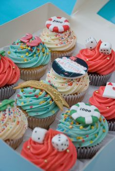 Las vegas theme gambling cupcakes las vegas party, vegas theme, casino them Tema Las Vegas, Las Vegas Party, Vegas Theme, Party Food Themes, Casino Party Decorations, Casino Theme Parties, Cupcake Decorations, Healthy Meals For Two, Healthy Dinner Recipes