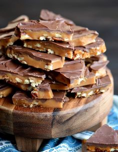 Christmas Cooking, Christmas Desserts, Christmas Chocolate, Easy Christmas Candy Recipes, Christmas Goodies, Holiday Treats, The Best Toffee Recipe, Easy Toffee Recipe, English Toffee Recipe