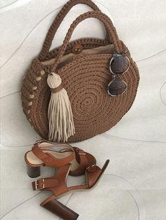 Totally handmade crochet tote bag with short or long knitt Bag Crochet, Crochet Handbags, Crochet Purses, Crochet Yarn, Crochet Baskets, Crochet Bag Tutorials, Crochet Shoulder Bags, Bag Pattern Free, Crochet Circles