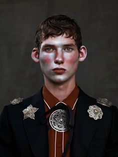 Boycott captures the androgynous spirit of Gucci's fall-winter 2015 menswear collection with a beauty story lensed by photographer Kiki Xue. Wearing dandy tops and accessories, models Xavier Buestel and Tancrede Scalabre are styled by Simon Pylyser. Face Reference, Photo Reference, Beauty Editorial, Editorial Fashion, Kasimir Und Karoline, Makeup Inspiration, Character Inspiration, Portrait Photography, Fashion Photography