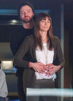 """Thứ năm,  5/1/2017 10:38 GMT+7 Nam ca sĩ và nữ diễn viên Jessica Biel ôm hôn say đắm không ngần ngại những người xung quanh.            Để con trai nhỏ ở nhà, vợ chồng Justin Timberlake """"hẹn hò"""" đi xem bóng rổ ở Trung tâm Staples, Los Angeles tố...  http://cogiao.us/2017/01/04/justin-timberlake-khong-ngung-au-yem-vo-tren-khan-dai-bong-ro/"""