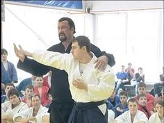 Steven Seagal - Demonstrating Amazing Techniques in Russia Aikido Techniques, Martial Arts Techniques, Self Defense Techniques, Muay Thai Martial Arts, Mixed Martial Arts, Self Defense Classes, Art Of Fighting, Steven Seagal, Muscle Anatomy