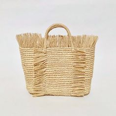 Beautiful and functional straw bags with a purpose, handcrafted by female artisans in Ecuador. Summer Handbags, Straw Handbags, Cowgirl Hats, Fringe Bags, Basket Bag, Knitted Bags, Straw Bag, Hand Weaving, Caterina