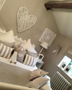 The Best 2019 Interior Design Trends - Interior Design Ideas Dream Bedroom, Home Decor Bedroom, Home Living Room, Living Room Designs, Bedroom Ideas, Shabby Chic Bedrooms, Guest Bedrooms, Paint Colors For Living Room, Home Decor Inspiration