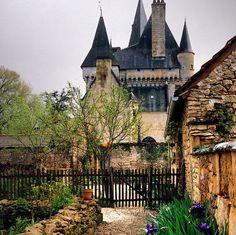 ARCHITECTURE – Ancient Castle, Saint-Léon sur Vé, France photo via inthemiddle