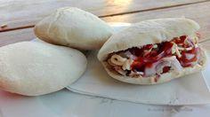 Panini arabi con esubero di pasta madre, panini perfetti da farcire con quello che preferisci, ottimi con kebab, salumi e formaggi.