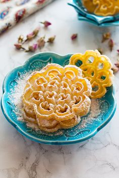 Nan Panjereh – Persian Rosettes Nan panjereh – Persian rosettes is a traditional Persian cookie that is crisp and light. It's made of basic ingredients and once you find the technique, it is easy and fun to make! Köstliche Desserts, Delicious Desserts, Dessert Recipes, Yummy Food, Persian Desserts, Persian Recipes, Iranian Desserts, Candy Recipes, Cookie Recipes