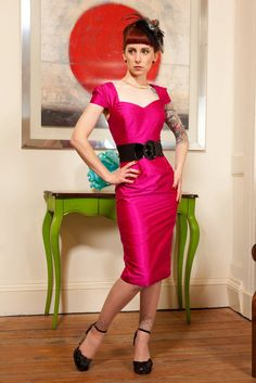 Rockabilly Mad Men pink silk wiggle dress vintage style, early handmade, made to measure. via Etsy. Vintage Looks, Vintage Style, Funky Style, Vintage Fashion, My Style, Unique Dresses, Beautiful Dresses, Rockabilly Baby, Dress Making Patterns