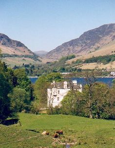 Edinample Castle, Loch Earn, Scotland. Built by 'Black' Duncan Campbell of Glenorchy in the 16th century possibly on the site of an earlier building. Originally Macgregor lands but with the well known demise of that clan, the area came under Campbell ownership.