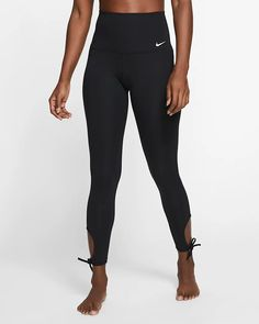 Nike Women's 7/8 Training Tights. Nike.com Plus Size Shopping, Black White Fashion, Trendy Plus Size, Casual Sneakers, Nike Dri Fit, Black Leggings, Nike Women, Tights, Womens Fashion