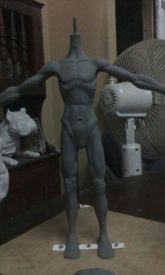 Primer personaje, elaborado en plastilina, con base de madera, esqueleto de hierro y con medidas de 45 cm.