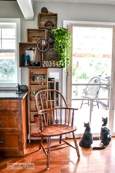 An old crate kitchen phone station / Old crates as shelves? by Funky Junk Interiors Funky Junk Interiors, Old Crates, Wooden Crates, Crates On Wall, Wooden Boxes, Diy Design, Design Ideas, Funky Home Decor, Ikea