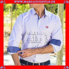 """La Camisa La Vespita tiene personalidad propia en www.marcatuestilo.es. Marcando una nueva tendencia de la moda masculina tenemos un nuevo invitado La Vespita. Una firma elegante, fresca y joven que evoca a los jóvenes. La Vespita  simboliza juventud, aventura, complicidad y el toque justo de locura para acompañarnos allá donde vayamos. El mensaje de esta nueva marca se denomina: """"La vida es guay""""."""