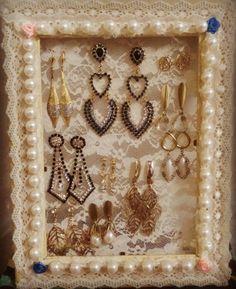 Porta brincos lindo!! feito com porta retrato e renda