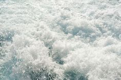 47902890-Turbulent-chaotic-white-spray-of-sea-foam-and-blue-sea-salt-water-as-a-background-top-view-horizonta-Stock-Photo.jpg (1300×866)
