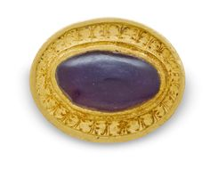 A GREEK GOLD AND GARNET FINGER RING