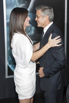 Sandra Bullock y George Clooney estrenan 'Gravity' en Nueva York  what a great photo, he made the movie with his charm and she was amazing, wow!!