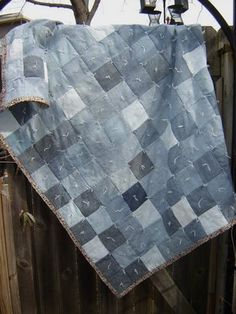 Sixpence & A Blue mOOn: Recycled Jeans - Picnic Blanket For Bella Blue Jean Quilts, Denim Quilts, Patchwork Jeans, Picnic Quilt, Picnic Blanket, Old Jeans, Denim Jeans, Sewing Ideas