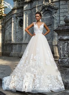 Luxury Ball Gown Wedding Dresses with Lace Appliques Open Back Bridal Gowns