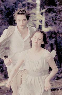 Twilight Saga : New Moon - Edward Cullen (Robert Pattinson) and Bella Swan (Kristen Stewart)