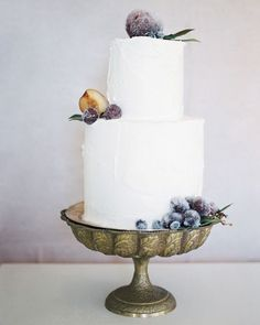 If both wild bohemian floral #cakes aren't your thing, but neither are immaculate cylinders of icing so thick you're not sure it's even edible... we've put together a collection of cakes with a perfect balance for the minimalists at heart who love the simplicity of sparse botanicals. Think sugar dusted fruit or a cascade of peonies - a new take on a #classical mood. More inspo & our #wedding #cake contact list in our latest post... (Link in profile)
