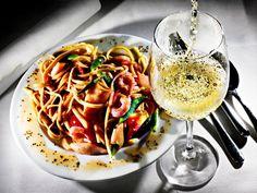 Linguine (tynn pasta) med pikant sjømat Linguine, Spaghetti, Pasta, Snacks, Ethnic Recipes, Food, Appetizers, Essen, Meals