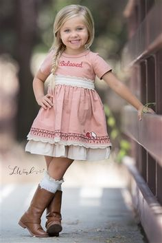 Evie & # s Closet Clothing – Oh my love dress fall 2017 – girl photoshoot poses Little Girl Pictures, Little Girl Poses, Toddler Girl Pictures, Little Girl Photography, Children Photography Poses, Kids Birthday Photography, Toddler Photography, Food Photography, Girl Photo Shoots