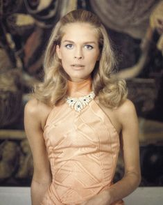 Actress Candice Bergen on September 3 1968 films scenes for the movie. Candice Bergen, Movie Wedding Dresses, Wedding Movies, Film Scene, Organza Wedding Gowns, And God Created Woman, Faye Dunaway, Hair Flip, Black Turtleneck