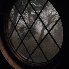 Paradis Sombre, Half Elf, Imagenes Dark, Slytherin Aesthetic, Goth Aesthetic, Dark Paradise, The Villain, Aesthetic Pictures, Light In The Dark
