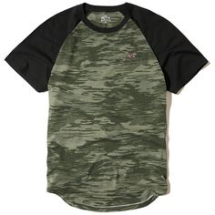 Hollister Must-Have Colorblock Raglan T-Shirt (29.320 COP) ❤ liked on Polyvore featuring men's fashion, men's clothing, men's shirts, men's t-shirts, shirts, t-shirts, men, green camo, mens slim shirts and mens raglan sleeve shirts