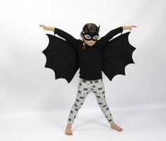 Easy Dress Up Clothes for Kids to Wear All Year Round Dress up clothes for kids: Turn your little one into a Halloween bat. Comes with wings and eye mask.Dress up clothes for kids: Turn your little one into a Halloween bat. Comes with wings and eye mask. Dress Up Outfits, Dress Up Costumes, Cute Costumes, Kids Outfits, Dress Up Clothes, Costume Ideas, Fete Halloween, Halloween Kostüm, Halloween Costumes For Kids