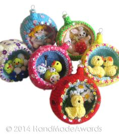 Easter Diorama Ball little DOLL Ornament pattern by Loly Fuertes Christmas Knitting Patterns, Knitting Patterns Free, Free Knitting, Knitted Dolls Free, Knitted Bunnies, Knitted Flowers, Easter Toys, Easter Crafts, Easter Ideas