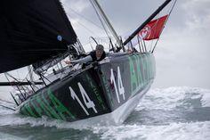 Arnaud Boissières franchit la ligne du Vendée Globe 2012 ((Photo de JEAN MARIE LIOT / DPPI)