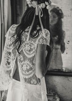Laurent-Nivalle-La-mariee-aux-pieds-nus-Laure-de-Sagazan-Robes-de-mariee-Collection-2015-Top-Lynch-Jupe-Brisseau-Couronne-Dumas-dos.png (504×705)