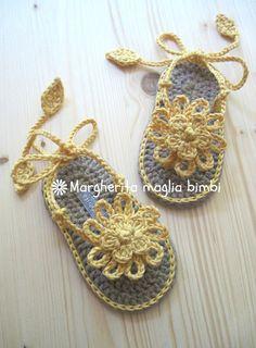 Sandali infradito fiore giallo in cotone fatti a mano all'uncinetto - bambina, by Margherita maglia bimbi, 21,00 € su misshobby.com