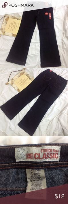 """New Faded Glory Classic Flare Stretch Jeans 12 NWT New Faded Glory classic flare, stretch, mid-rise, women's jeans. Lying flat, waist 17""""; hip 20 1/2""""; inseam 33"""". (D0214-020) Faded Glory Jeans Flare & Wide Leg"""