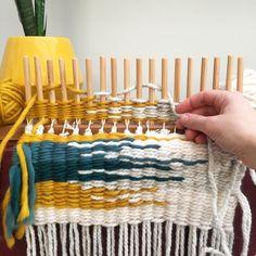 Peg loom weaving by Inkle Loom, Loom Weaving, Hand Weaving, Loom Knitting Patterns, Weaving Patterns, Yarn Crafts, Fabric Crafts, Diy Crafts, Rag Rug Tutorial