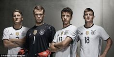 Inilah selengkapnya nomor punggung dari 23 pemain Timnas Jerman di Euro atau Piala Eropa 2016. Skuad lengkap Jerman dari mulai kiper, bek, gelandang dan striker beserta nomor yang dipakai pada jers…