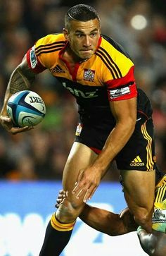 Sonny Bill Williams Photos Photos: Super Rugby Rd 10 - Chiefs v Hurricanes Richie Mccaw, Sonny Bill Williams, All Blacks Rugby, Hot Rugby Players, Mary Lou Retton, Super Rugby, Australian Football, Rugby Men, Rugby League