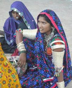 Amazing India, Indian Artist, Wire Jewelry, Jewellery, Adjustable Bracelet, India Beauty, Beautiful People, Portrait, Asian
