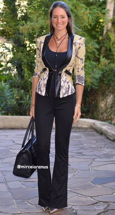 Look de trabalho - look do dia - look corporativo - moda no trabalho - work outfit - office outfit -  spring outfit - look executiva - summer outfit - fall outfit - blazer cobra - animal Print - calça flare - snaker jacket - scarpin dourado