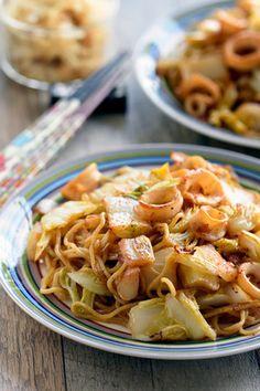 食べごたえ抜群♥いかと白菜♥焼きそば【#簡単 #すぐ出来 #旬野菜】 レシピブログ Spaghetti, Ethnic Recipes, Japanese, Foods, Food Food, Food Items, Japanese Language, Noodle