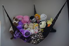 Crochet Toys Design Toy Hammock -free crochet pattern- - Are stuffed toys taking over your life? I know that they are taking over mine! This crochet toy hammock is a 'must have' for any small room. This hammock can be made very quickly with any yarn; Crochet Home, Cute Crochet, Crochet For Kids, Crochet Dolls, Stuffed Animal Net, Stuffed Animal Hammock, Crochet Angel Pattern, Crochet Patterns, Crochet Hammock