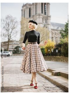 Modest Fashion, Skirt Fashion, Fashion Dresses, Circle Skirt Outfits, Circle Skirts, Full Skirt Outfit, Autumn Skirt Outfit, Tartan Skirt Outfit, Long Circle Skirt