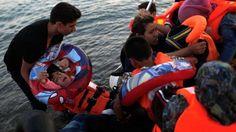 Sicher an Land: Eine Flüchtlingsfamilie hat in einem Schlauchboot die Insel Kos erreicht
