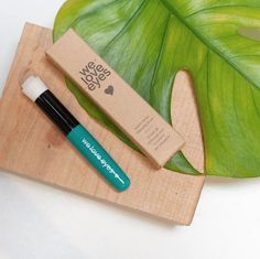 Inspired by Dr. Gill's patient that asked for a little toothbrush to use with WLE Cleansing Oil. Get sparkling clean eyelids with this innovative brush for home use. Eye Brushes, Eyeshadow Brushes, Makeup Brushes, Skincare Blog, Sparkling Clean, Cruelty Free Makeup, Makeup Swatches, Cleansing Oil, Cotton Pads