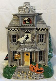 Debbie Mumm Halloween Haunted House Cookie Jar made by Sakura Halloween Cookies, Halloween Candy, Holiday Cookies, Holidays Halloween, Happy Halloween, Halloween Decorations, Halloween Parties, Halloween Stuff, Vintage Halloween